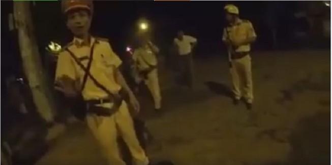 Đội phó CSGT bị tố đấm vào mặt người đi đường