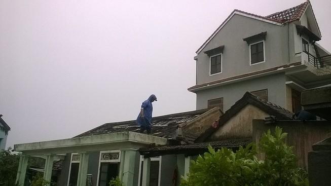 Huế: Hơn 100 nhà dân bị hư hại do bão số 10