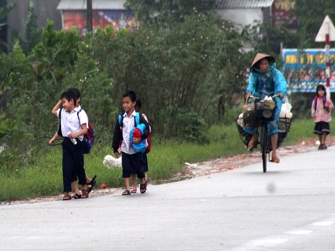 Thừa Thiên-Huế: HS nghỉ học vì thời tiết nguy hiểm