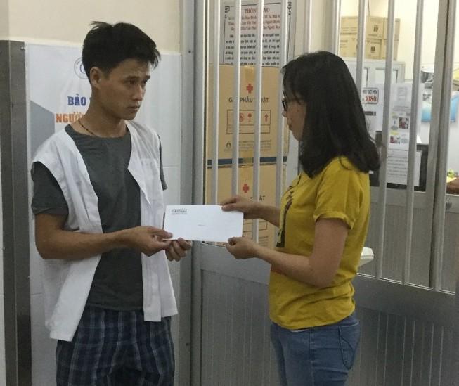 Hỗ trợ tiếp hơn 10 triệu đồng giúp anh Thanh ghép da
