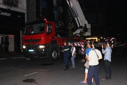 Giải cứu 11 người mắc kẹt trong vụ cháy khách sạn ở trung tâm TP