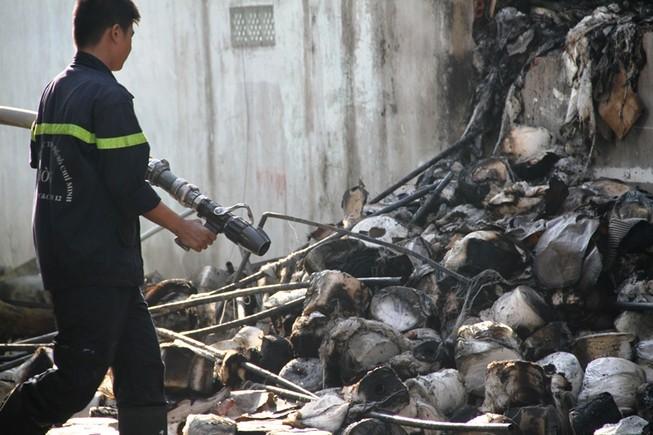 Xưởng dệt cháy lớn, một công nhân tử vong