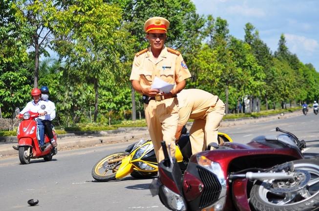 Tai nạn liên hoàn trên đại lộ Mai Chí Thọ làm hai người thương vong