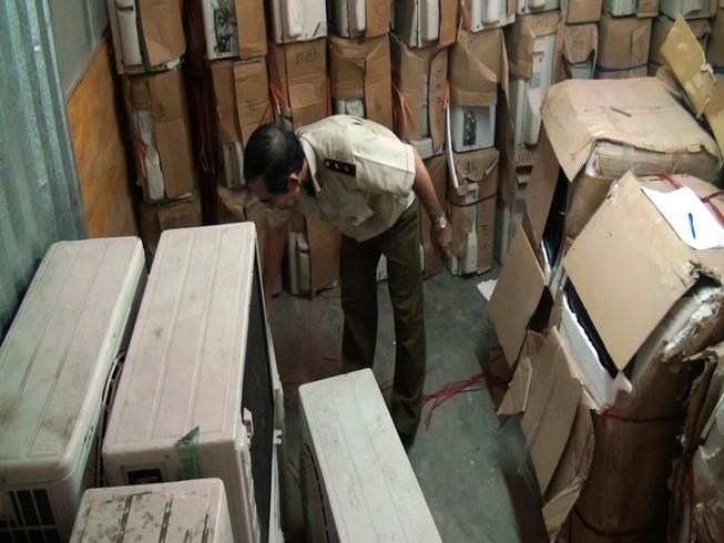 Hàng ngàn thiết bị điện lạnh lậu trong kho hàng 200 m2