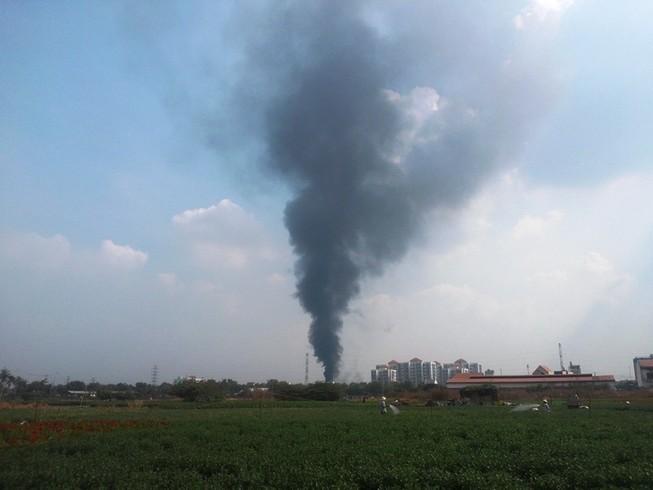 Cơ sở thực phẩm cháy, công nhân hoảng loạn tháo chạy