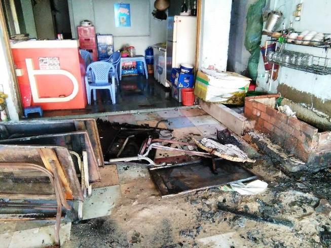 Giải cứu hai mẹ con từ ngôi nhà bị cháy