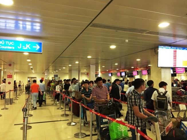 Cách hoàn thành sớm thủ tục ở sân bay Tân Sơn Nhất