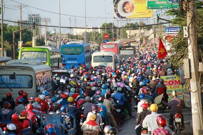 Ngày cuối đợt nghỉ tết, cửa ngõ về Sài Gòn thông thoáng