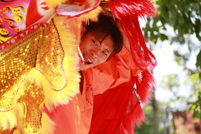 Người Sài Gòn múa lân, rồng cầu tài lộc đầu năm mới