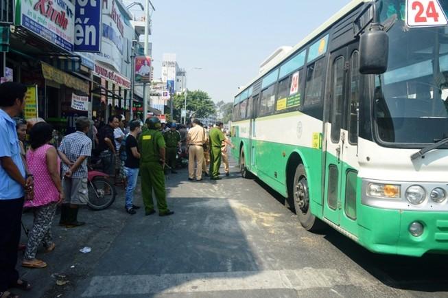 Thương tâm: Cô gái trẻ bị xe buýt cán tử vong