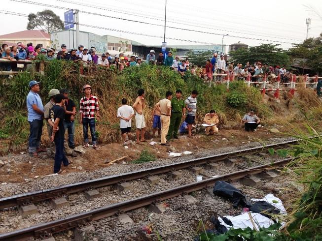 Bị xe lửa tông vì đeo tai nghe đi trên đường ray