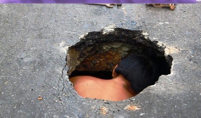 Hố sâu xuất hiện giữa trung tâm Sài Gòn