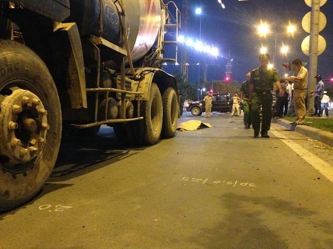 Người đàn ông chạy ngược chiều bị xe bồn tông tử vong