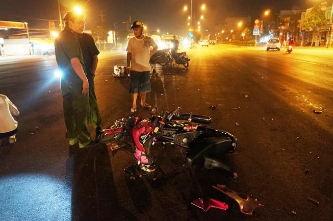 Hai thanh niên trọng thương khi tông trực diện xe thiếu nữ