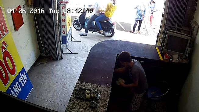 Thiếu niên 17 tuổi tắt camera để trộm vẫn không thoát