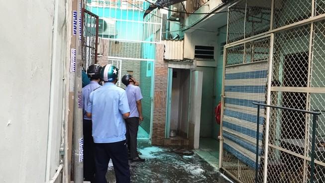 Nhà tập thể ở trung tâm Sài Gòn cháy, hàng chục người tháo chạy