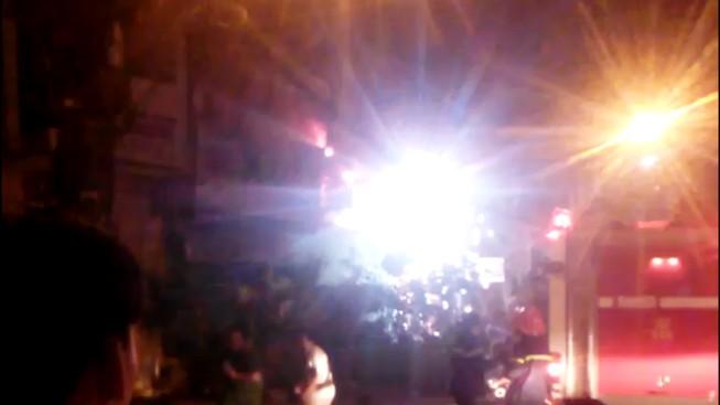 Tiệm nước đá ở trung tâm Sài Gòn cháy nổ như pháo hoa