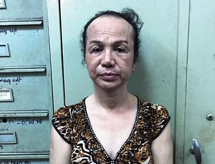 Người đàn ông 45 tuổi giả gái để móc trộm iPhone