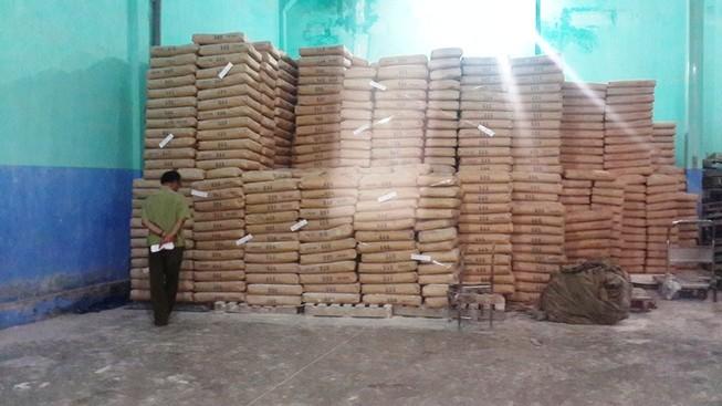 Hàng trăm tấn bột mì hết đát bị phát hiện tại Tân Bình