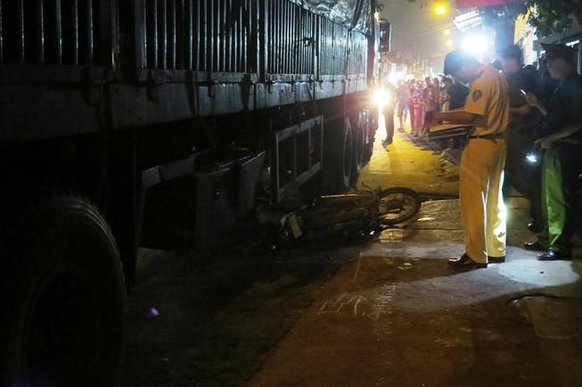 Người đàn ông tử nạn dưới bánh xe container