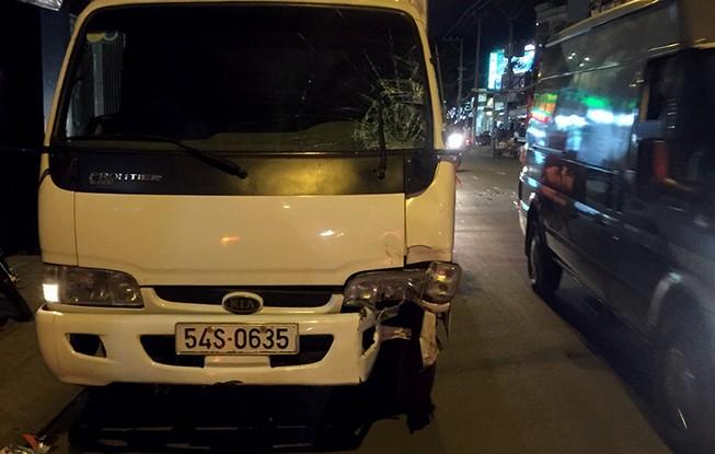Người đàn ông gốc Singapore tông xe tải ở đường Lê Văn Sỹ