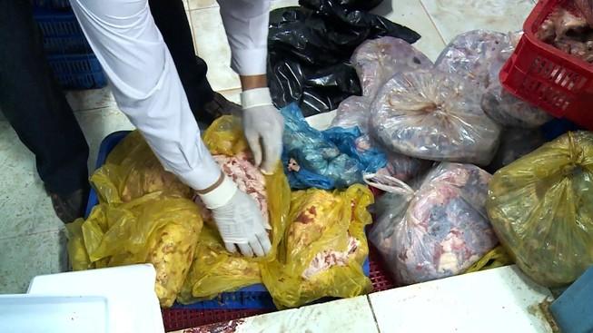 Phát hiện cơ sở làm giả thịt đặc sản từ thịt heo ở TP.HCM