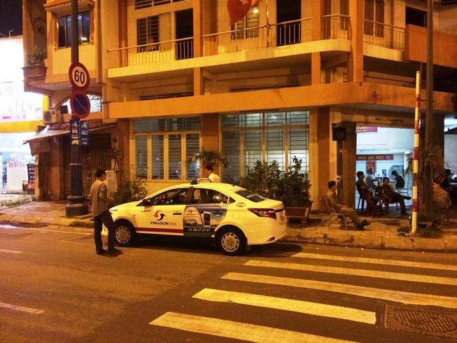 Bắt nghi can quốc tịch Mỹ cướp xe taxi ở TP.HCM