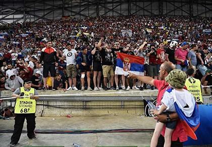 Nga phản ứng gì sau án phạt của UEFA vì cổ động viên làm loạn