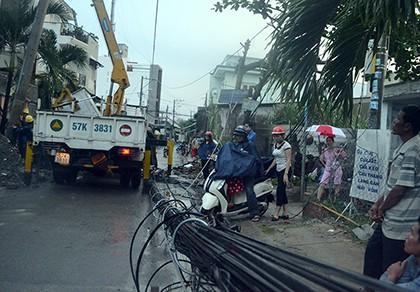 Nhiều hộ dân TP.HCM bị cúp điện do đào móng nhà