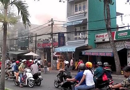Quán rang xay cà phê trên đường Hoàng Sa phát hỏa