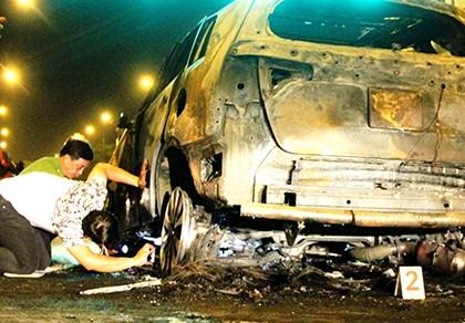 Ô tô cán người, kéo lê xe máy bốc cháy trên đường Võ Văn Kiệt