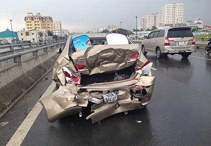 Tai nạn liên hoàn vì chiếc nón bảo hiểm