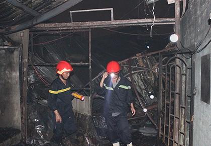 Cảnh sát PCCC vừa rời đi, lửa bùng phát trở lại