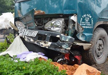 Xe tải 1,8 tấn tông nhiều xe máy, 1 người tử vong