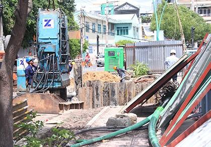 Khẩn trương khắc phục hố tử thần ven kênh Nhiêu Lộc - Thị Nghè