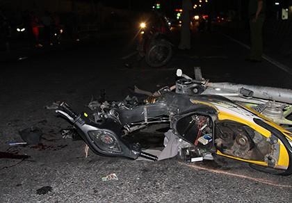 Nam thanh niên trọng thương khi lao xe vào hiện trường tai nạn