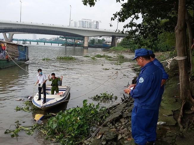 Thi thể đeo ba lô chứa đầy đá nổi trên sông Sài Gòn