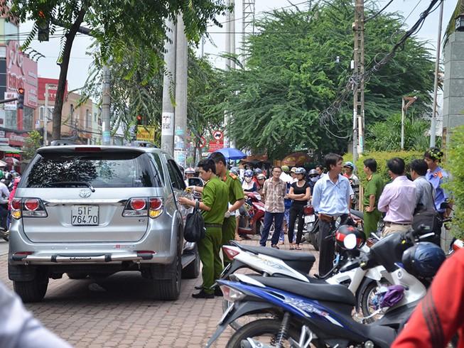 Người đàn ông nước ngoài tử vong trong xe ô tô