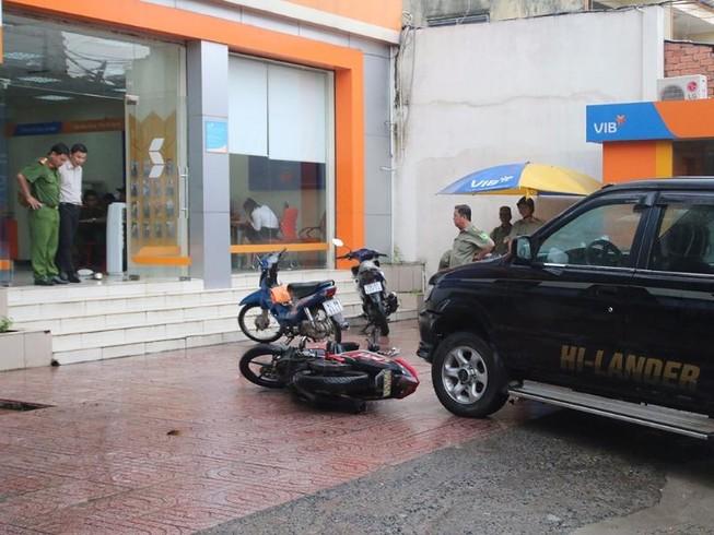 TP.HCM: Người đàn ông ném lựu đạn cay vào ngân hàng