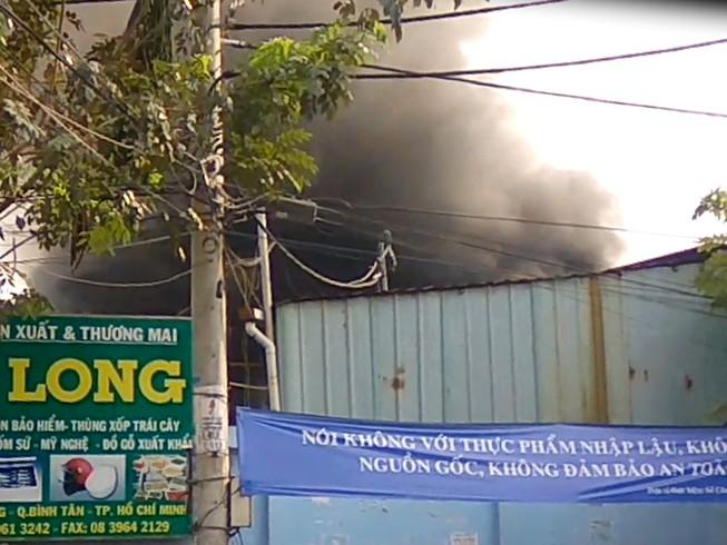 Hỏa hoạn bao trùm công ty mút xốp sau tiếng nổ