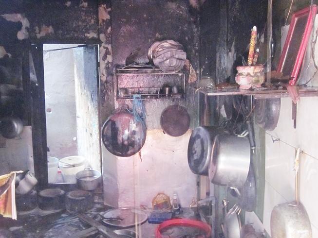 Bình ga xì gây cháy quán cơm, hai người bị bỏng