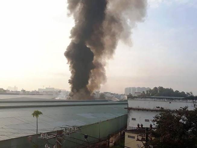 TP.HCM: Cháy nổ kho hóa chất hàng trăm mét vuông