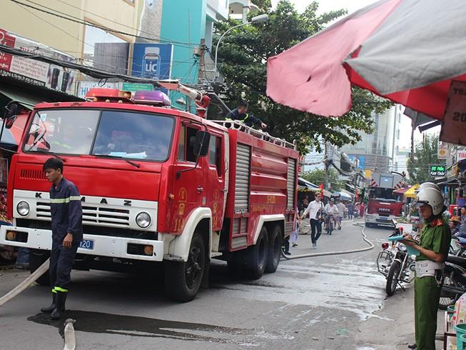 Cháy ngôi nhà 2 tầng ngày 29 Tết nhiều người hoảng loạn