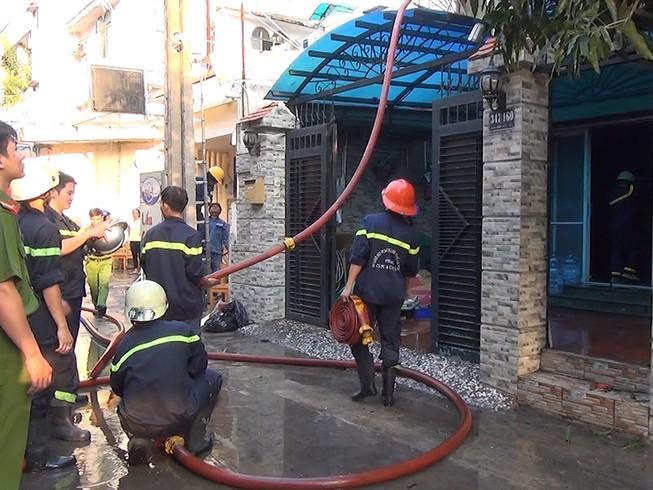 5 người mắc kẹt trong căn nhà 4 tầng bị cháy ở TP.HCM