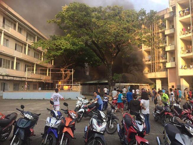 Nhà xe ký túc xá ĐH Y Dược cháy, 10 xe máy bị thiêu rụi