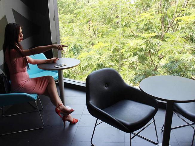 Cô gái tố khách tây trộm iPhone ở quán MC donald