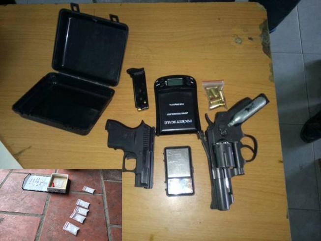 Băng buôn 'hàng đá' thủ súng ngắn ở TP.HCM