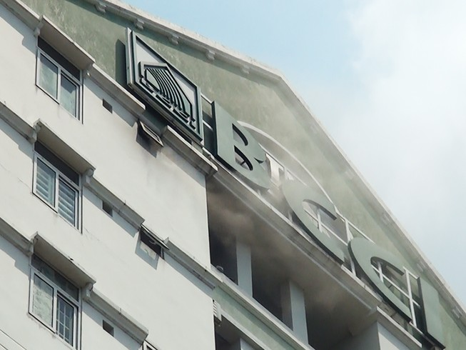 Cháy chung cư cao tầng, người dân hoảng loạn