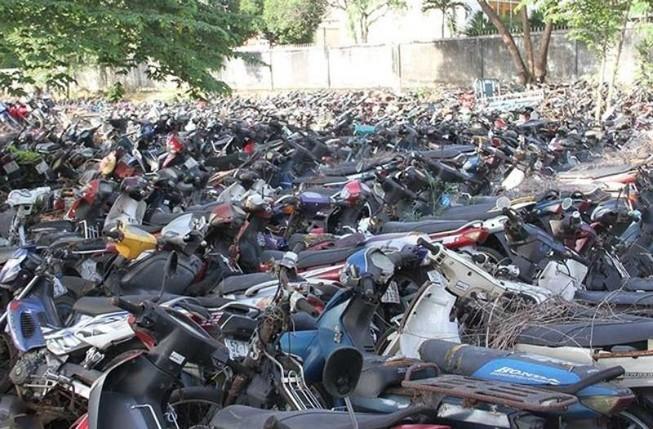 Công an xã Bà Điểm tìm chủ của 138 xe máy