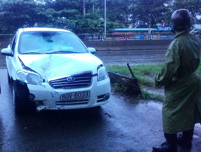 Gây tai nạn, tài xế lái xe bỏ chạy bị dân đuổi theo giữ lại